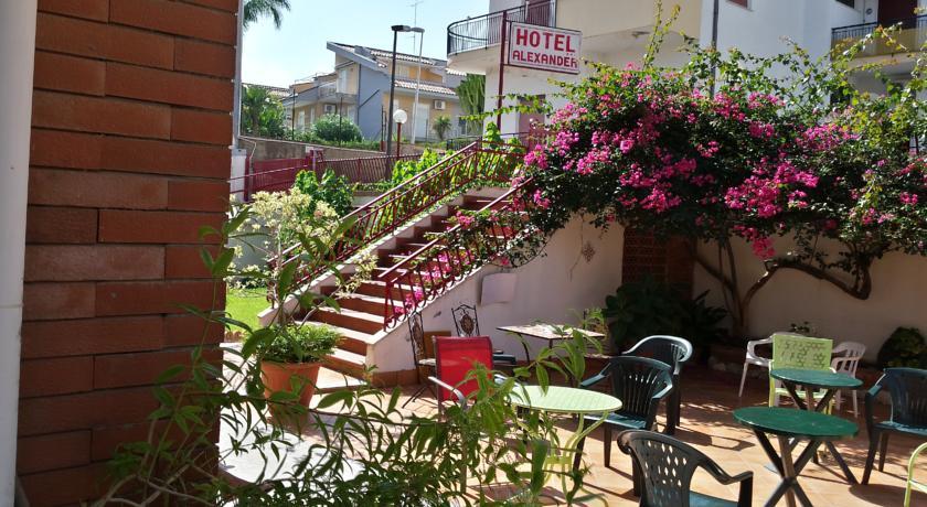 Szic lia giardini naxos sz ll sok first travel utaz si iroda telefon 36 1 302 3837 - Hotel alexander giardini naxos ...