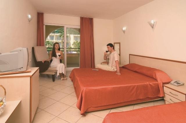 Részvételi díj  Ft fő - Golden Sun Hotel     0f040ff3f4