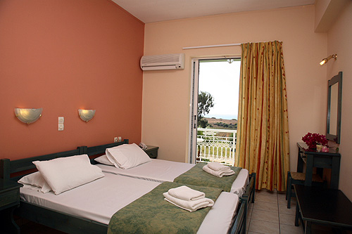 http://www.firsttravel.hu/codex/uploaded/Zakynthos/Cavo%20Doro%20Aparthotel%2004-szoba3.jpg